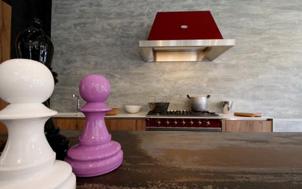 Acciaio, acciaio inox, smalto, ghisa … I gruppi di cottura Lacanche sono realizzati esclusivamente in materiali nobili, espressioni di uno stile di vita improntato alla tradizione e all'autenticità.